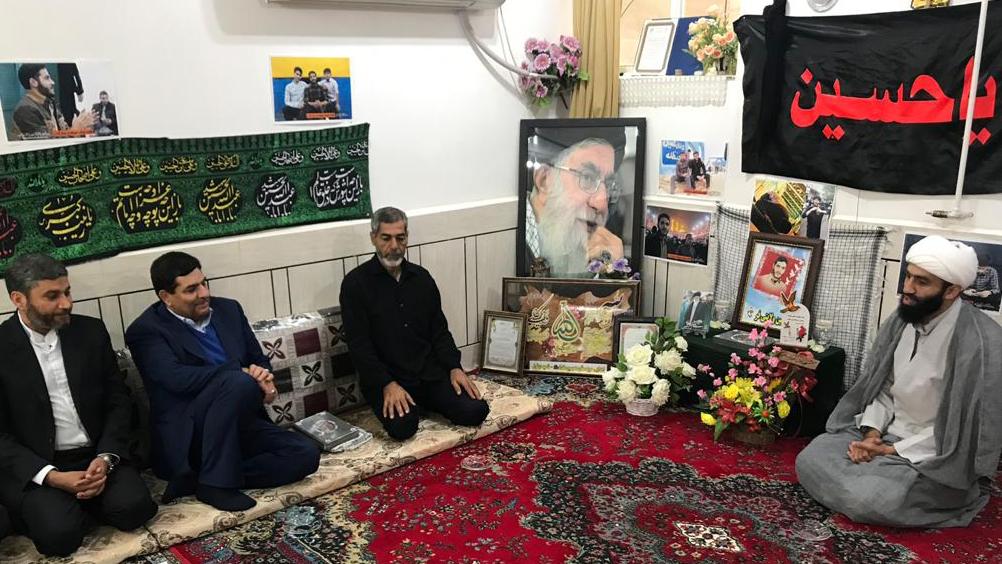 ديدار رییس ستاد اجرایی فرمان حضرت امام(ره) با خانوادهی شهید حسين ولايتیفر