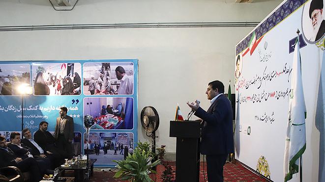لجنة تنفیذ أمر سماحة الامام (ره) تهدي 10 الاف حزمة من اللوازم المنزلیة الی المنكوبیة بالفیضانات في محافظة خوزستان