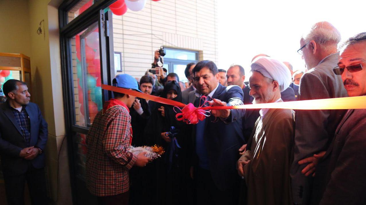 مجتمع برکت شهیدحججی، هدیهی مقام معظم رهبری به مردم نجفآباد