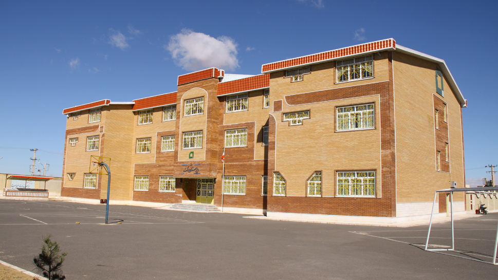 بنیاد برکت  6 مدرسه در استان مرکزی میسازد