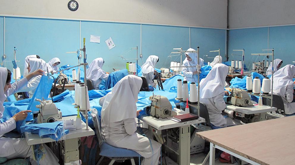 مدنی با هدف مقابله با کرونا خبر داد: تولید ۶۰ هزار لباس ایزوله بیمارستانی با مشارکت بنیاد برکت