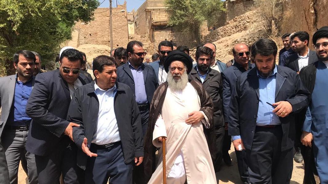 رئیس لجنة تنفیذ أمر سماحة الامام (ره) یعلن عن نبأ انطلاق 1000 مشروع لتوفیر الاعمال في المناطق المنكوبة بالزلزال في مدینة مسجد سلیمان