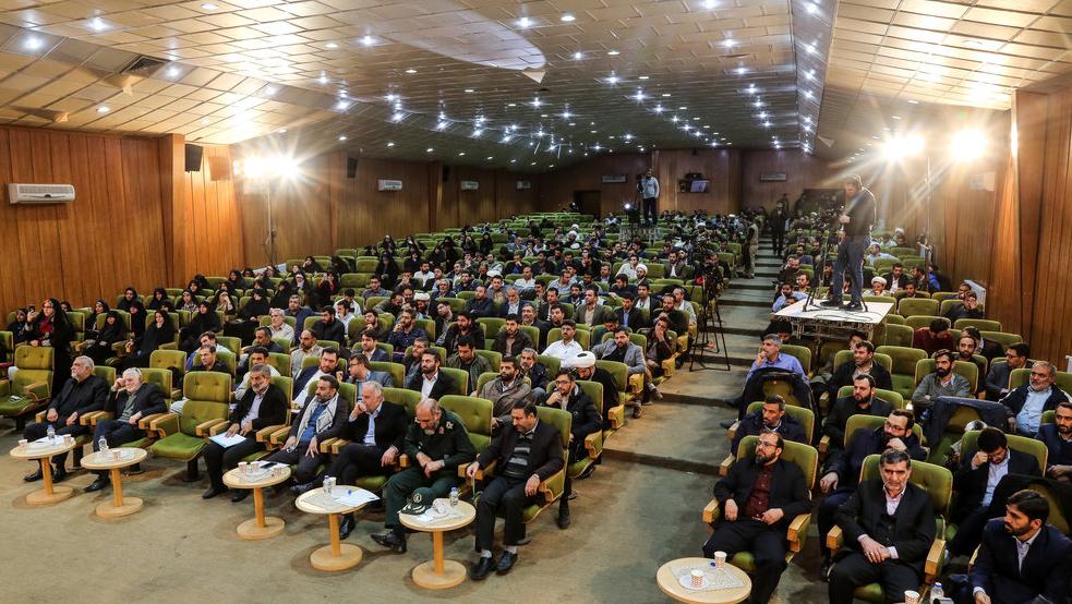تكریم لجنة تنفیذ أمر سماحة الامام (ره) في المهرجان الوطني للجهادیین