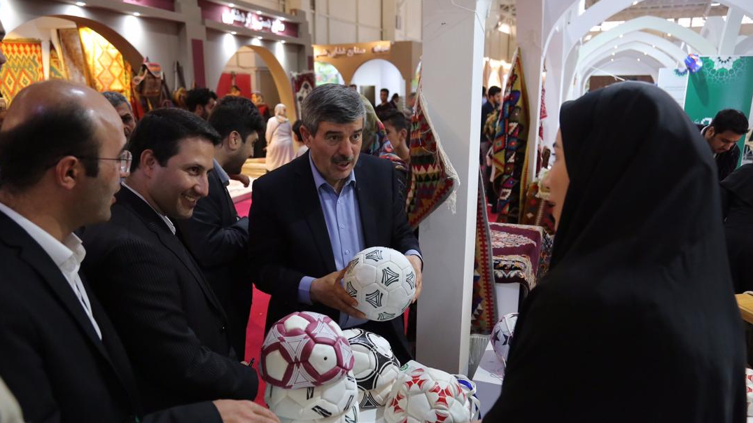 گزارش تصویری دومین روز حضور بنیاد برکتِ ستاد اجرایی فرمان حضرت امام(ره) در چهارمین نمایشگاه توانمندیهای روستاییان و عشایر
