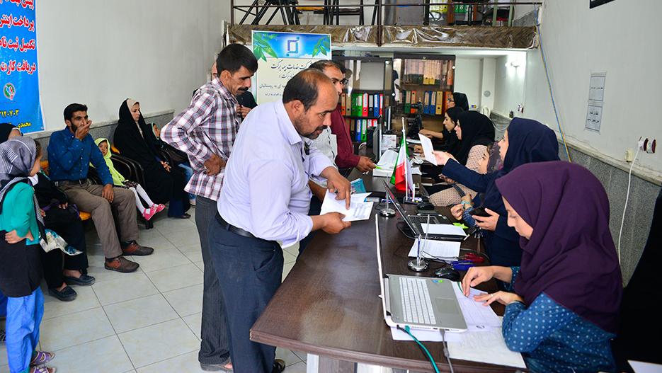 مؤسسة البركة تساهم في التأمین علی البیوت في محافظة خوزستان