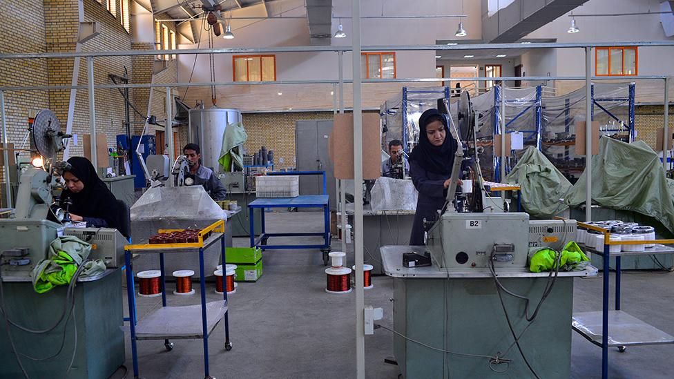 گزارش تصویری شرکت مشارکتی الکترو پژواک آرین در شهرستان مشهد استان خراسان رضوی (فعال در حوزهی تولید ترانسفورماتور)