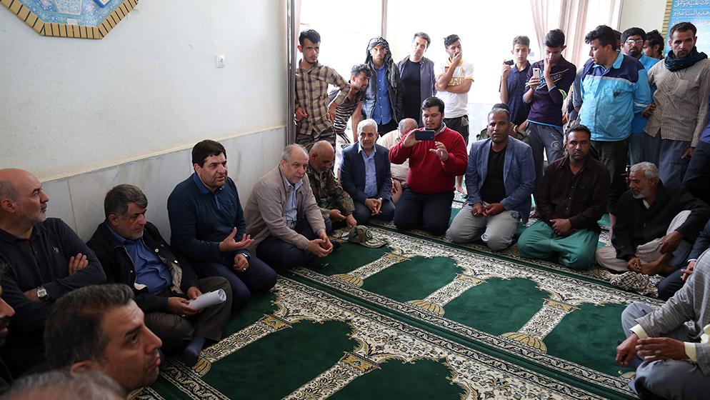 تقرير مصور عن مبادرات لجنة تنفید أمر سماحة الامام (ره)  في المناطق المنكوبة بالفیضایان في محافظة خوزستان ( القسم الثاني)