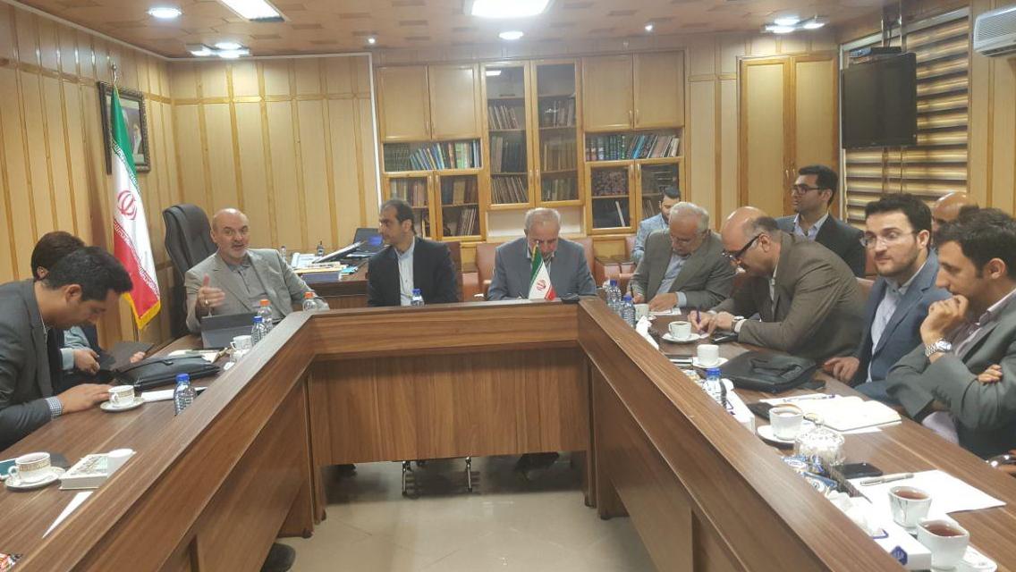 مؤسسة البركة تضع موضوع توفیر الاعمال في المناطق الریفیة في مقدمة جدول اعمالها في محافظة جیلان