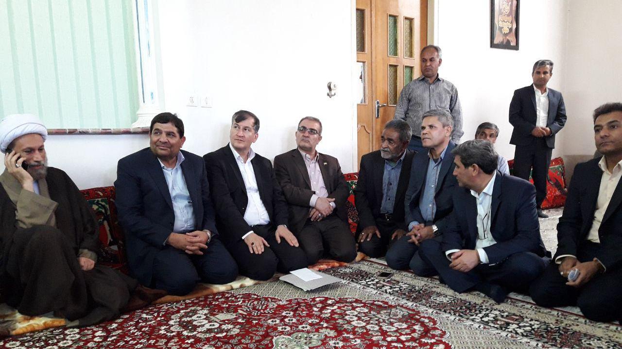 دیدار رییس ستاد اجرایی فرمان حضرت امام(ره) با خانوادههای شهدای سعادتشهر استان فارس