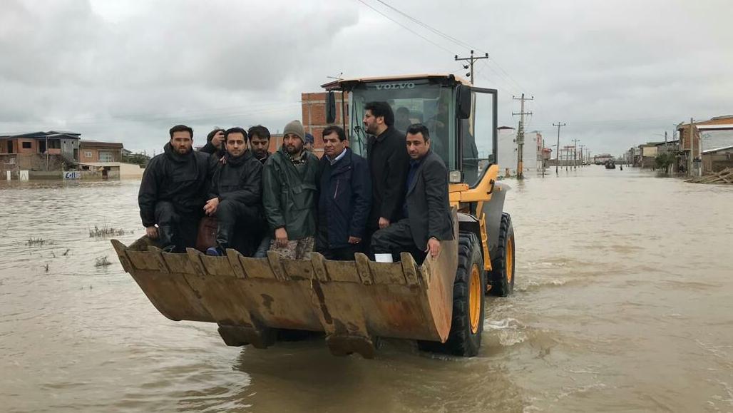 لجنة تنفیذ أمر سماحة الامام (ره) تقدم خدمات واسعة الی أهالي المناطق التي اجتاحتها الفیضانات في محافظة كلستان
