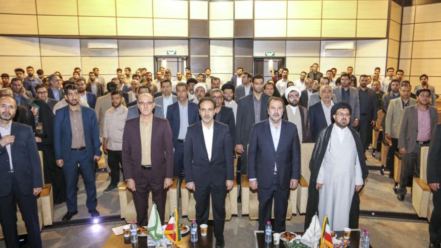 ارسال مساعدات لجنة تنفیذ أمر سماحة الامام (ره) الی المنكوبین بالفیضانات في مدینة شیراز