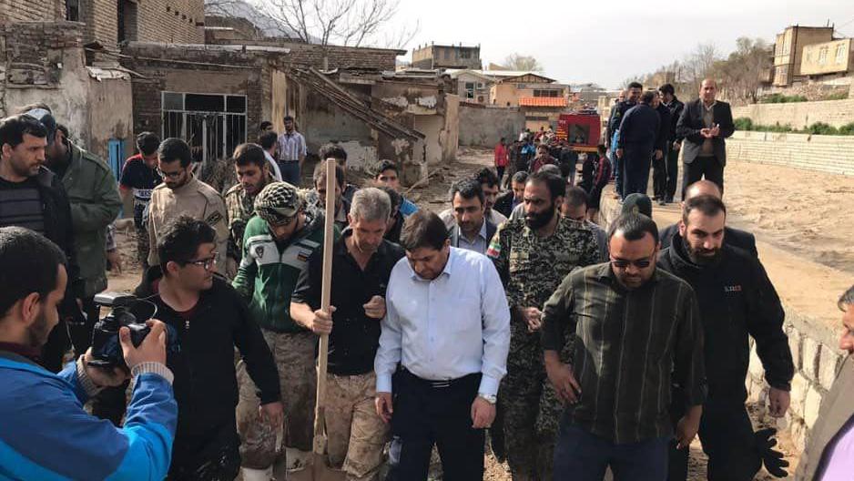 مبادرات لجنة تنفید أمر سماحة الامام (ره) لتقدیم الخدمات الی المنكوبین بالفیضانات في محافظة لرستان